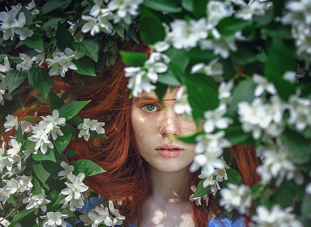 woman-buried-in-flowers