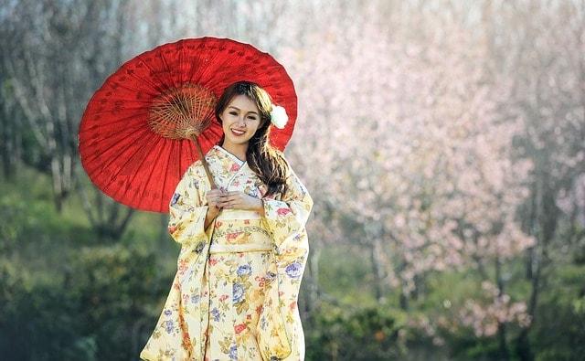 kimono-lady-holding-a-parasol