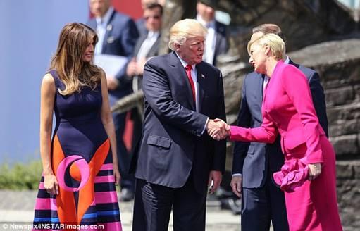 newsweek-polish-handshake