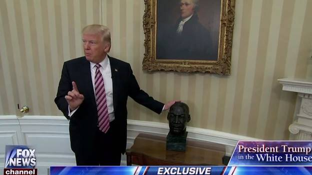 trump-with-mlkjr-bust